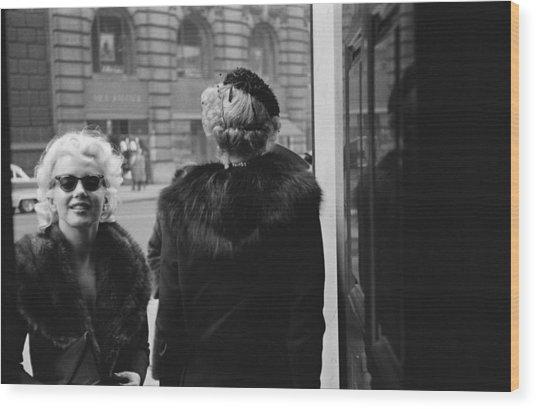Marilyn In New York Wood Print by Michael Ochs Archives