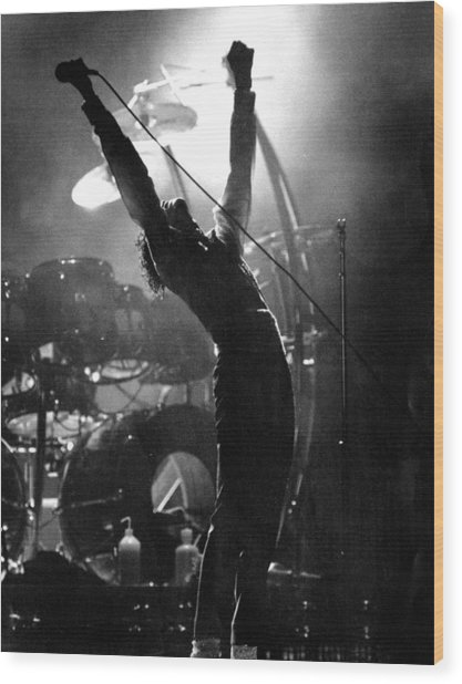 Michael Jackson Lets It All Hang Out Wood Print by New York Daily News Archive