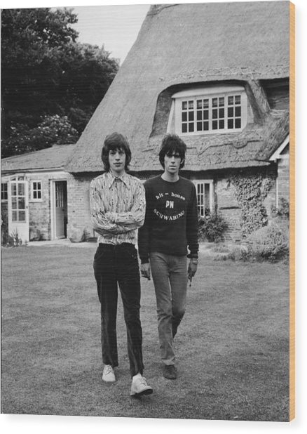 Mick & Keith In The Country Wood Print by Express Newspapers