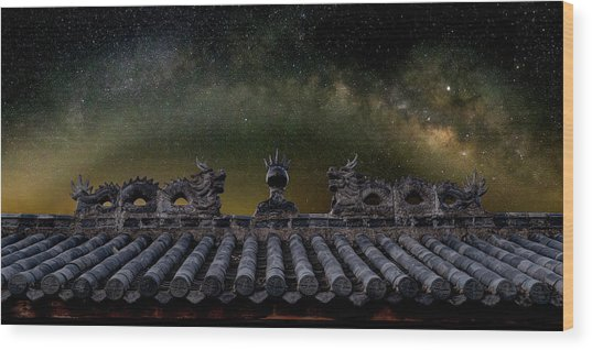 Milky Way Arch Over Chinese Temple Roof Wood Print