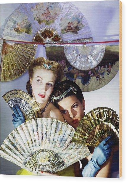 Models In Max Factor With Fans Wood Print