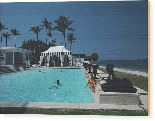 Molly Wilmots Pool Wood Print by Slim Aarons