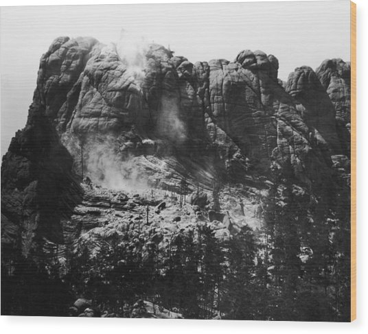 Mount Rushmore Wood Print by Fpg