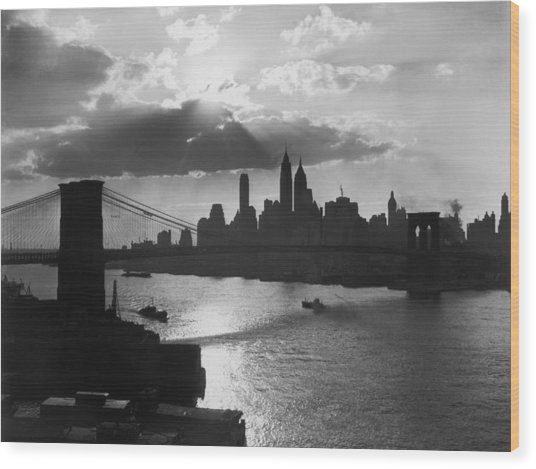 New York Silhouette Wood Print by Hulton Archive