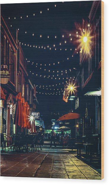 Night Dining In The City Wood Print