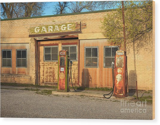 Old Service Station In Rural Utah, Usa Wood Print