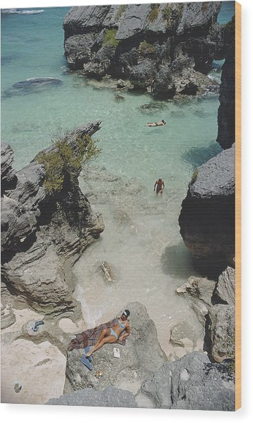 On The Beach In Bermuda Wood Print by Slim Aarons