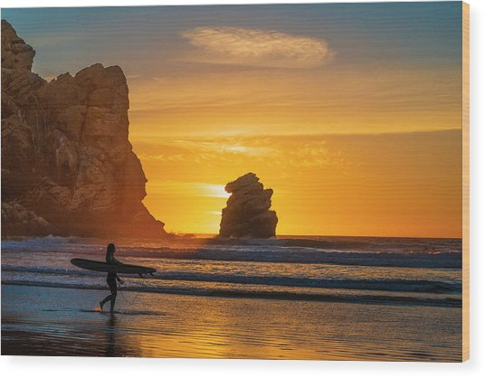 One Last Wave Wood Print by Fernando Margolles