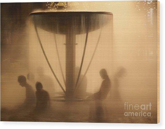 Peoples Sitting In Fountain In Aqua Park Wood Print