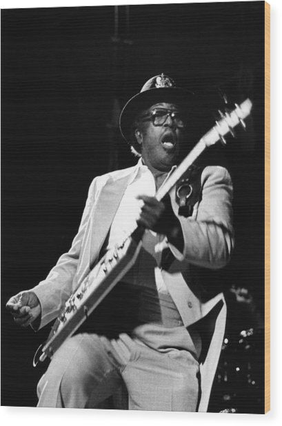 Photo Of Bo Diddley Wood Print by Fin Costello