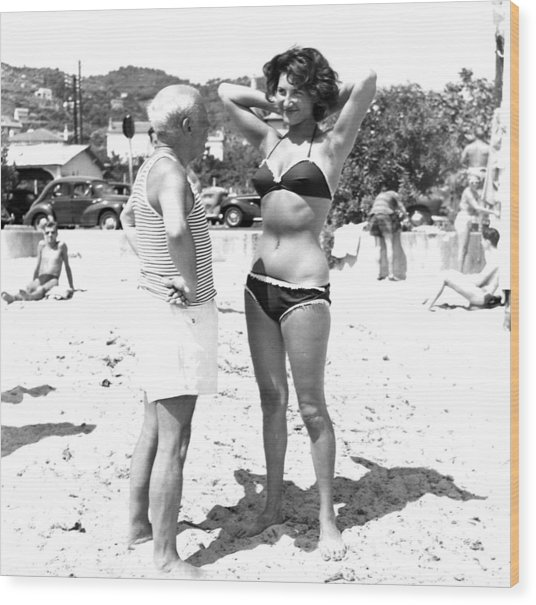 Picasso And Bikini-clad Woman On The Wood Print by Hulton Archive