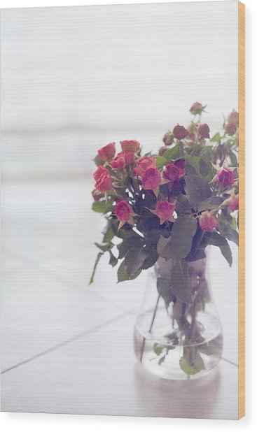 Pink Roses In Vase Wood Print