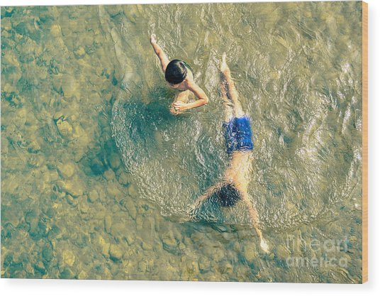 Playful Children Swimming In Nam Song Wood Print