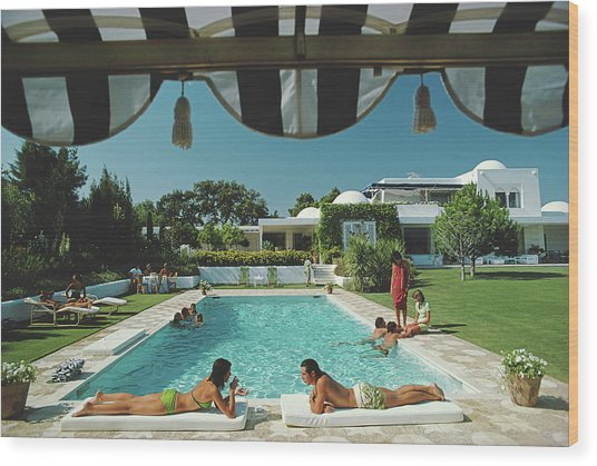 Poolside In Sotogrande Wood Print by Slim Aarons