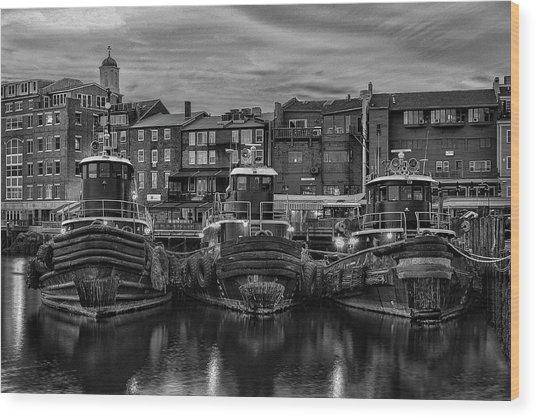 Portsmouth Tugboats At Dawnt In Black And White Wood Print