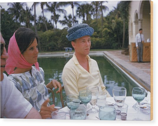Pulitzer At Party Wood Print by Slim Aarons
