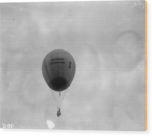 Racing Balloon Wood Print by Fox Photos