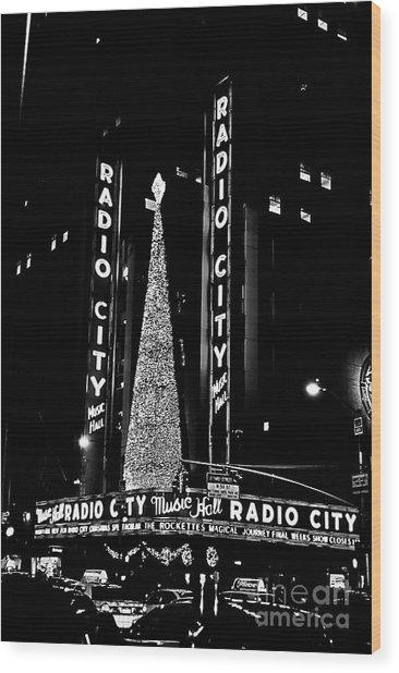 Radio City Music Hall - B/w Wood Print