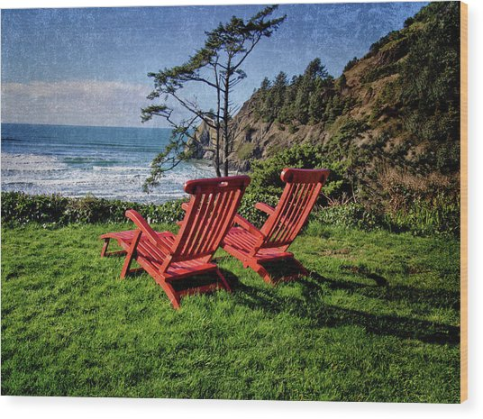 Red Chairs At Agate Beach Wood Print