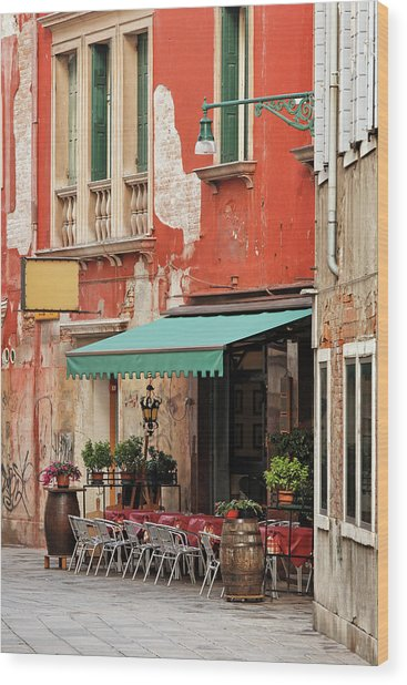 Restaurant In Venice Wood Print by Mammuth