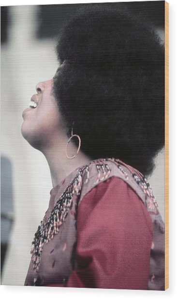 Roberta Flack At Newport Wood Print by Michael Ochs Archives