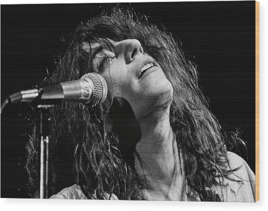 Rock Singer Patti Smith In Concert Wood Print by George Rose