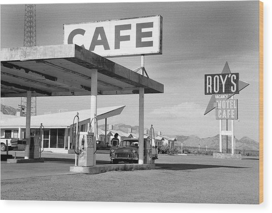 Roys Motel, Cafe, And Gas On Route 66 Wood Print by Car Culture