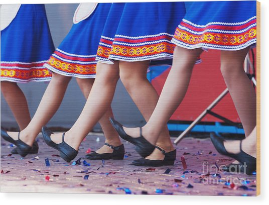 Russian Girls In Traditional Costumes Wood Print