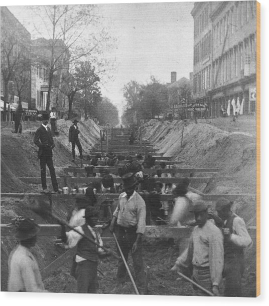 Sewer Digging Wood Print by Hulton Archive