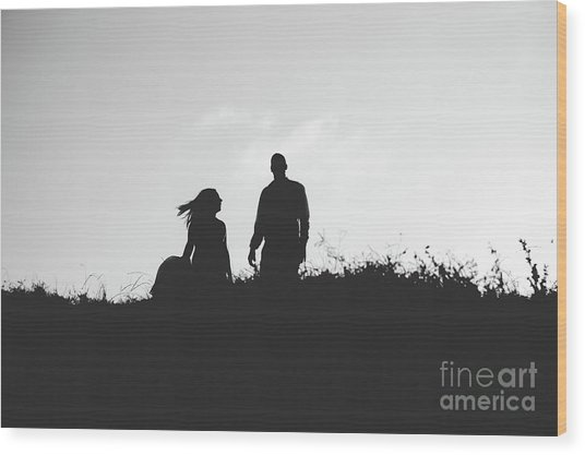 Silhouette Of Couple In Love With Wedding Couple On Top Of A Hill Wood Print