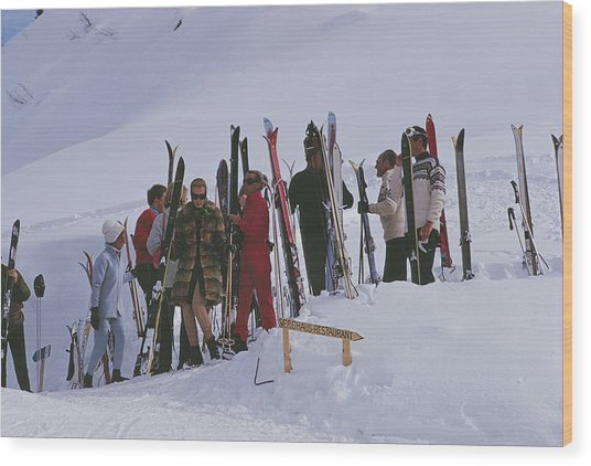 Skiers At Gstaad Wood Print