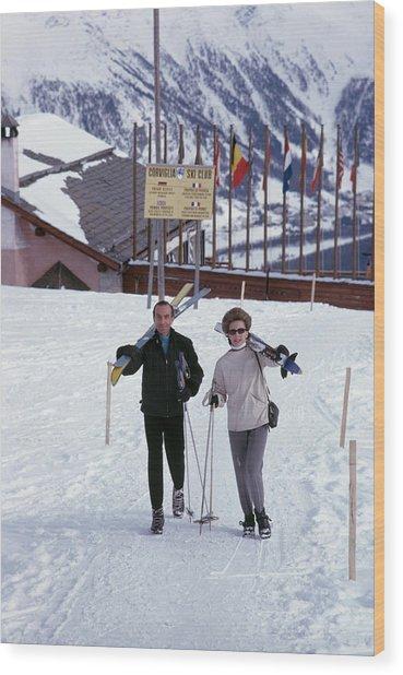 Skiers At St. Moritz Wood Print by Slim Aarons