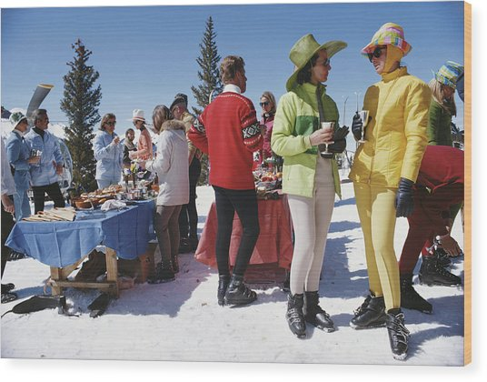 Snowmass Gathering Wood Print by Slim Aarons