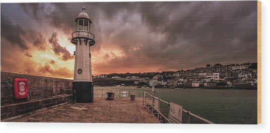 St Ives Cornwall - Lighthouse Sunset Wood Print
