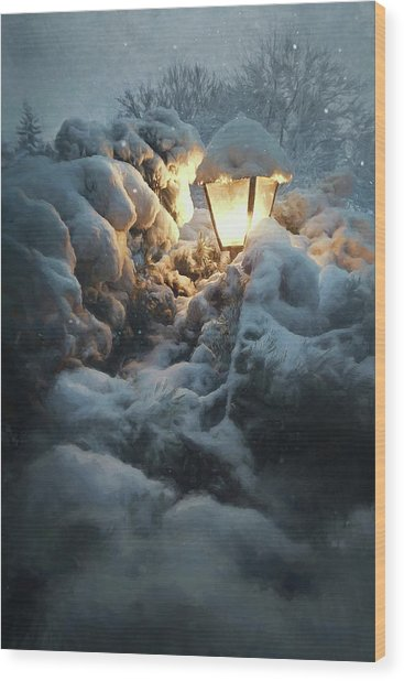 Streetlamp In The Snow Wood Print