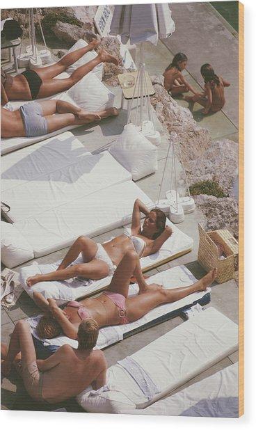 Sunbathers At Eden Roc Wood Print by Slim Aarons
