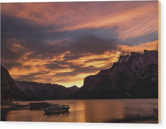 Sunrise Over Lake Minnewanka, Banff National Park, Alberta, Cana Wood Print