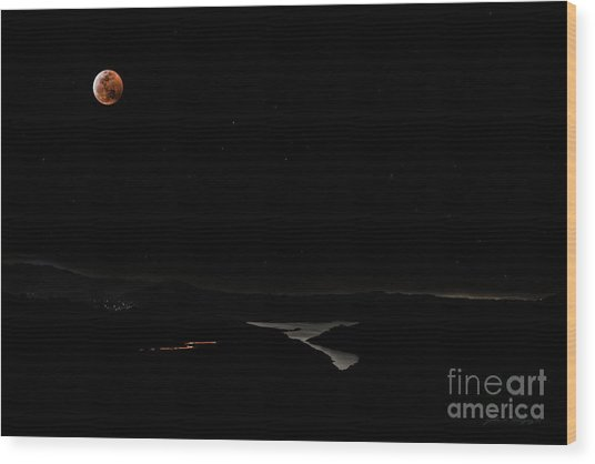 Super Blood Wolf Moon Eclipse Over Lake Casitas At Ventura County, California Wood Print
