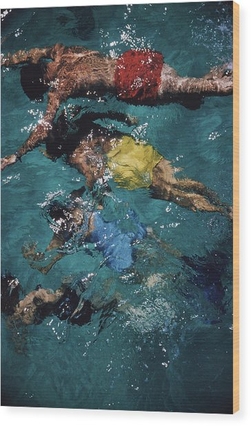 Swimming In The Bahamas Wood Print
