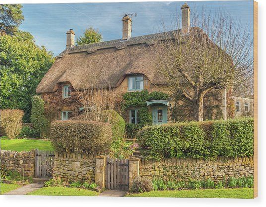Thatched Cottage In Chipping Campden, Gloucestershire Wood Print by David Ross