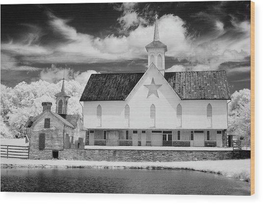 The Star Barn In Infrared Wood Print