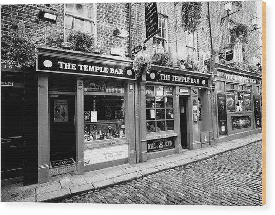 the temple bar pub Dublin Republic of Ireland Europe Wood Print by Joe Fox
