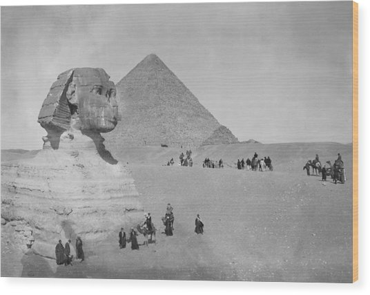 Tourists At Giza Wood Print by Topical Press Agency