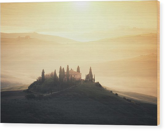 Traditional Tuscan Farmhouse At Sunrise Wood Print by Borchee