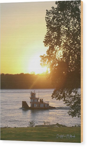 Tugboat On Mississippi River Wood Print