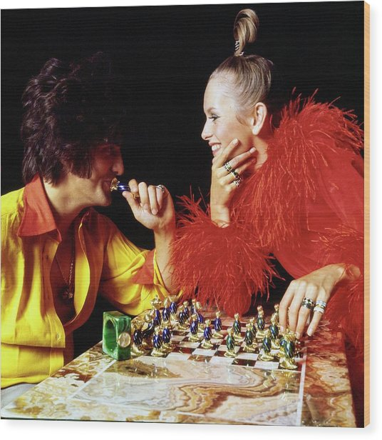 Twiggy And Justin De Villeneuve Play Chess, Vogue Wood Print by Bert Stern