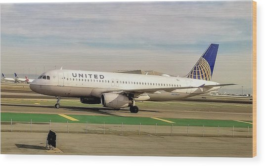 United Airline Airbus A320 At San Francisco International Airport Wood Print