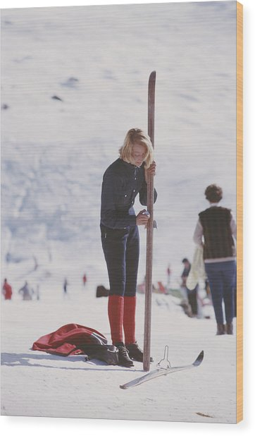 Verbier Skier Wood Print by Slim Aarons