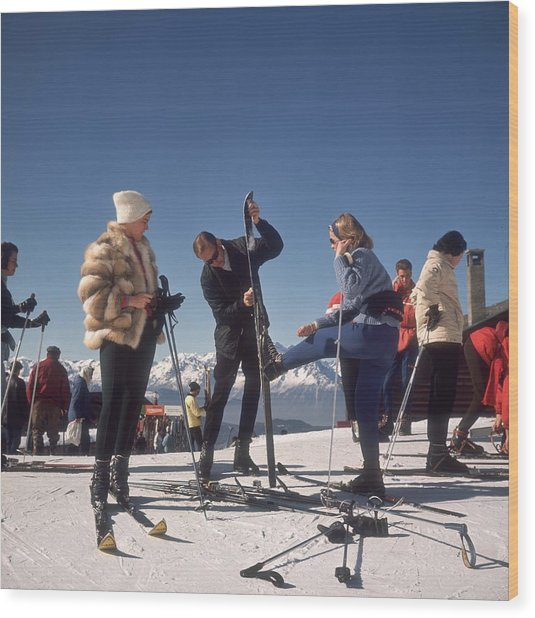 Verbier Skiers Wood Print by Slim Aarons