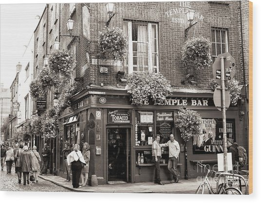 Vintage Temple Bar Dublin Wood Print